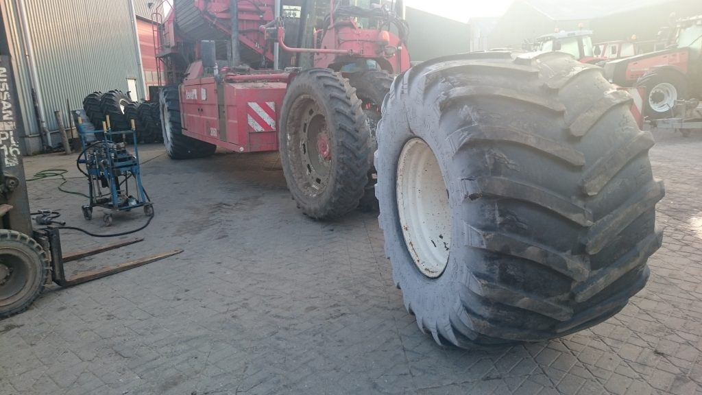 1050 / 50 R32 band voor dewulf Ra3060